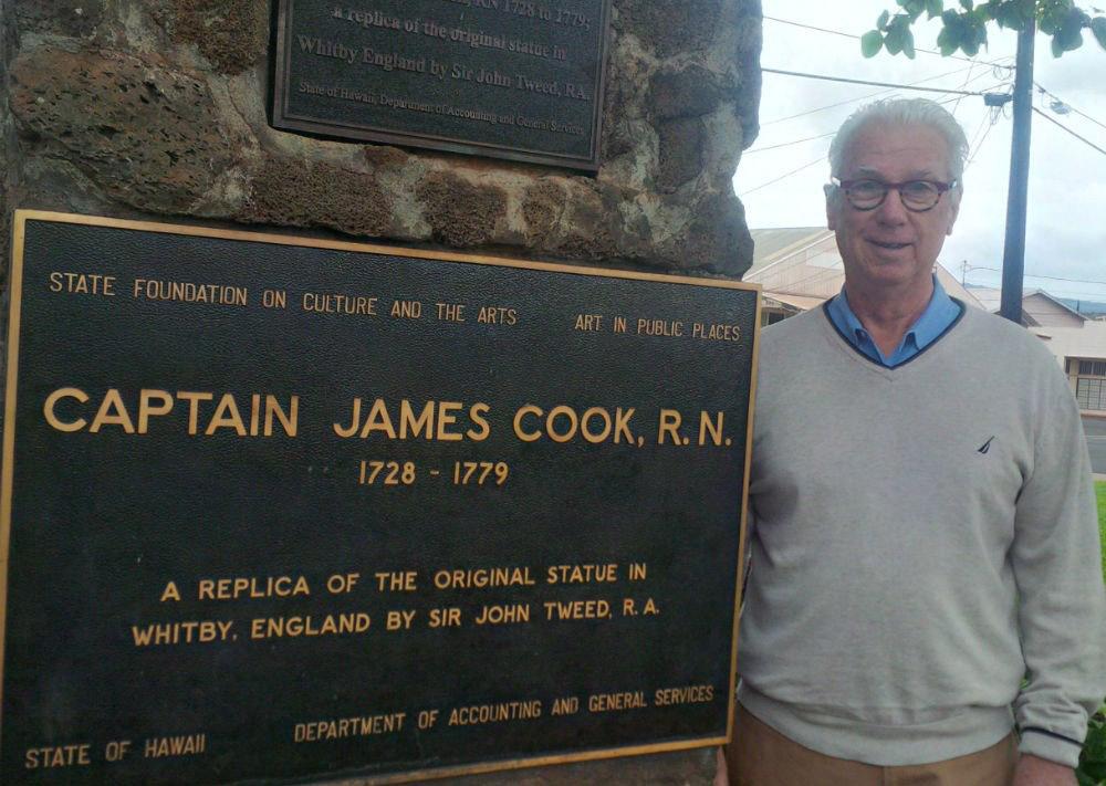 Ron Holland at Captain Cook staue Hawaii