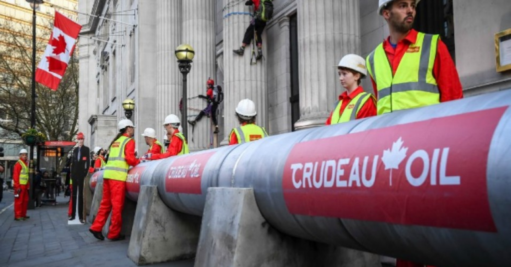 Oil pipeline protest greets PM Trudeau in London, photo © Chris J Ratcliffe / Greenpeace